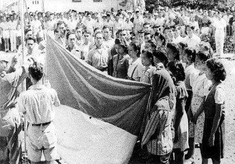 Upacara Pengibaran Bendera Pusaka Merah Putih Pertama Kalinya